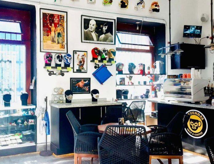 ¡A 2 de 3 bebidas! Leyendas Shop and Coffee, una cafetería inspirada en la lucha libre