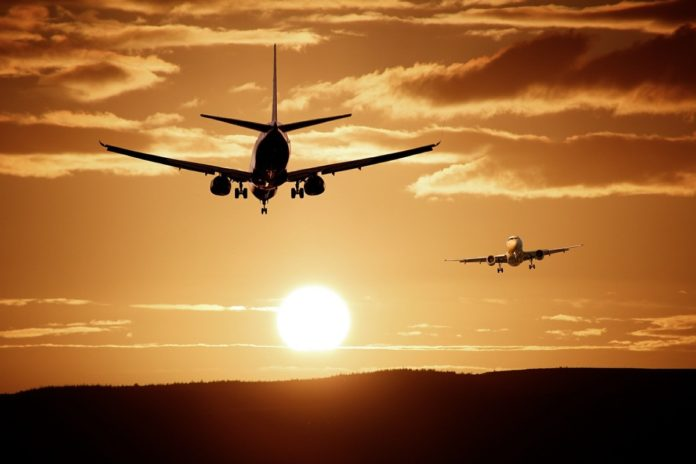 ¿Aerolíneas pagan por sobrevolar espacio aéreo extranjero?