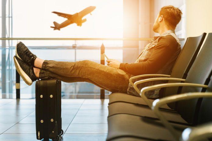 ¿Avión o autobús? Consejos para elegir la mejor opción al viajar