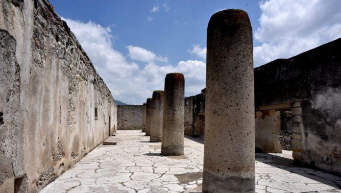 Columna de la Muerte en Mitla