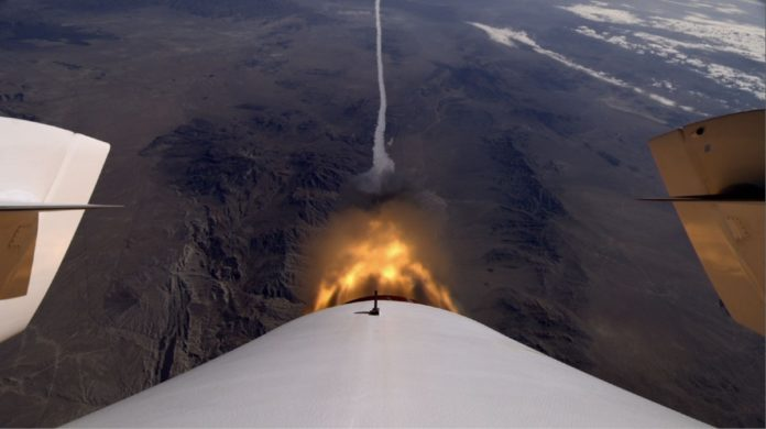 VIDEO: Virgin Galactic lleva a los primeros turistas al espacio con éxito