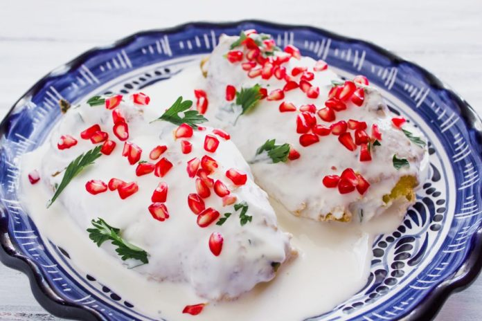 Prepara los mejores chiles en nogada con esta receta para el relleno