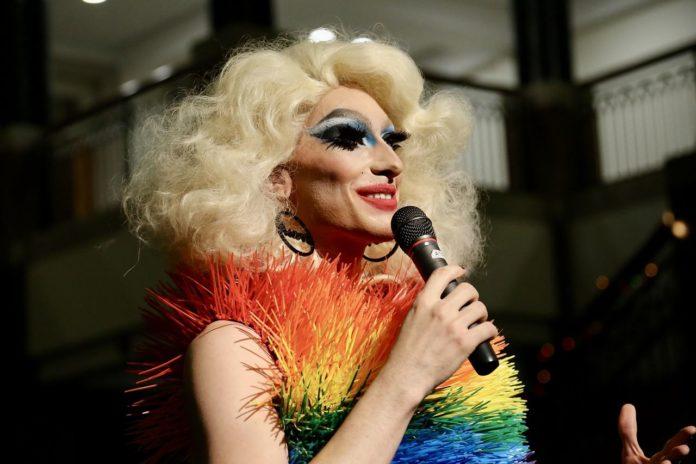 Disfruta del show Drag Queen Bingo en este bar de la CDMX