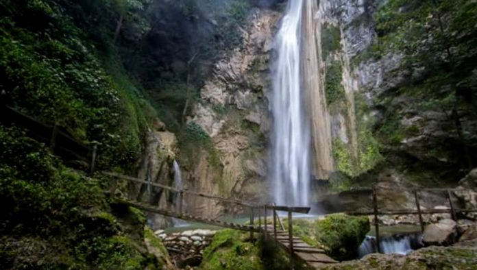 Aconco cascadas y cabañas