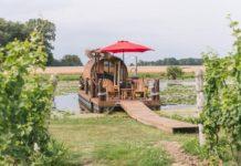 ¿Te imaginas dormir en un barril de vino flotante? En Canadá es posible