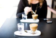 Cafetería de España se hace viral por sus extrañas promociones, descuentos y cargos extra