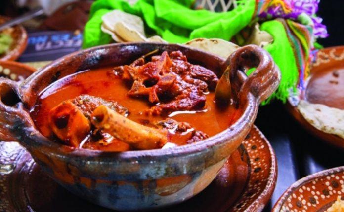Vuelve el Festival del Mole de Caderas a Puebla