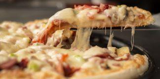 Lanzan pizza sabor tlayuda y desata polémica en redes