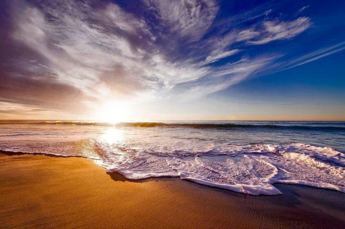 Playa Revolcadero, donde la fuerza del mar se hace presente